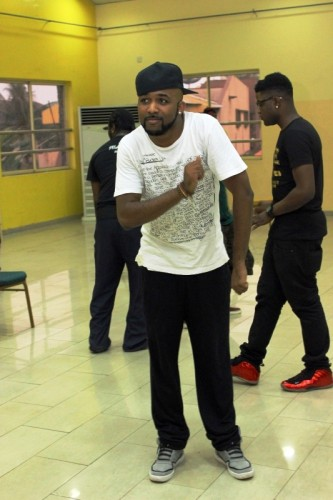 Banky W dancing etighi