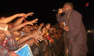 Timaya-on-stage-in-Aba