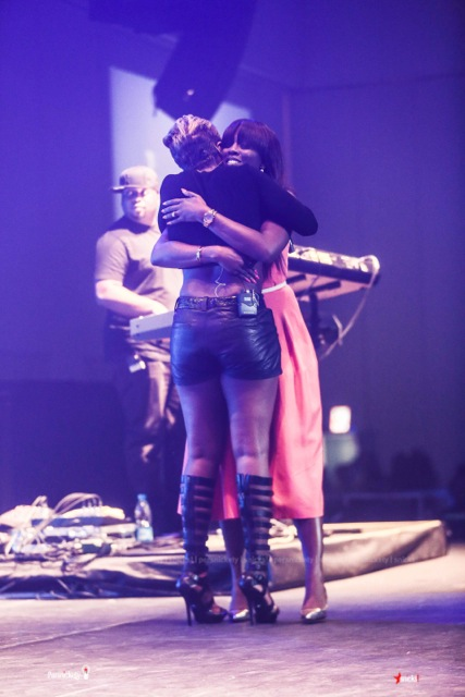 Tiwa Savage N Mary J Blige Hug