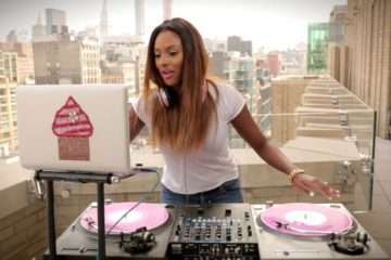 VIDEO: DJ Cuppy Turntable Session