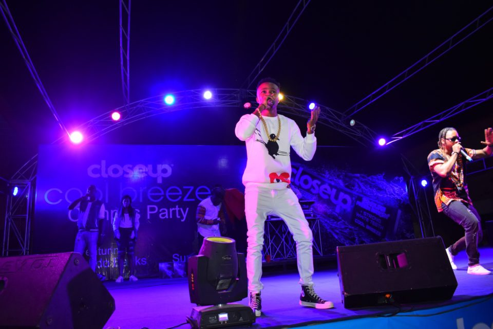 Humble smith entertaining the crow at Club Joker at the Closeup Cool Breeze city party in Benin Edo State 960x640