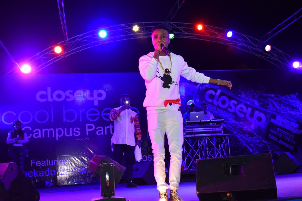 Humble smith thrilling the crow at Club Joker at the Closeup Cool Breeze city party in Benin Edo State 960x640