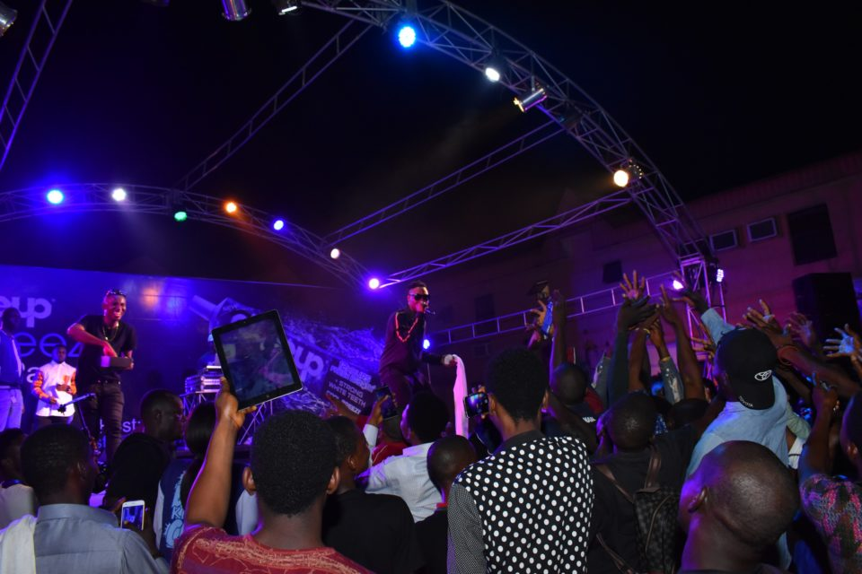 L A X thrilling the crow at Club Joker with some of his hit tracks at the Closeup Cool Breeze city party in Benin Edo State 960x640