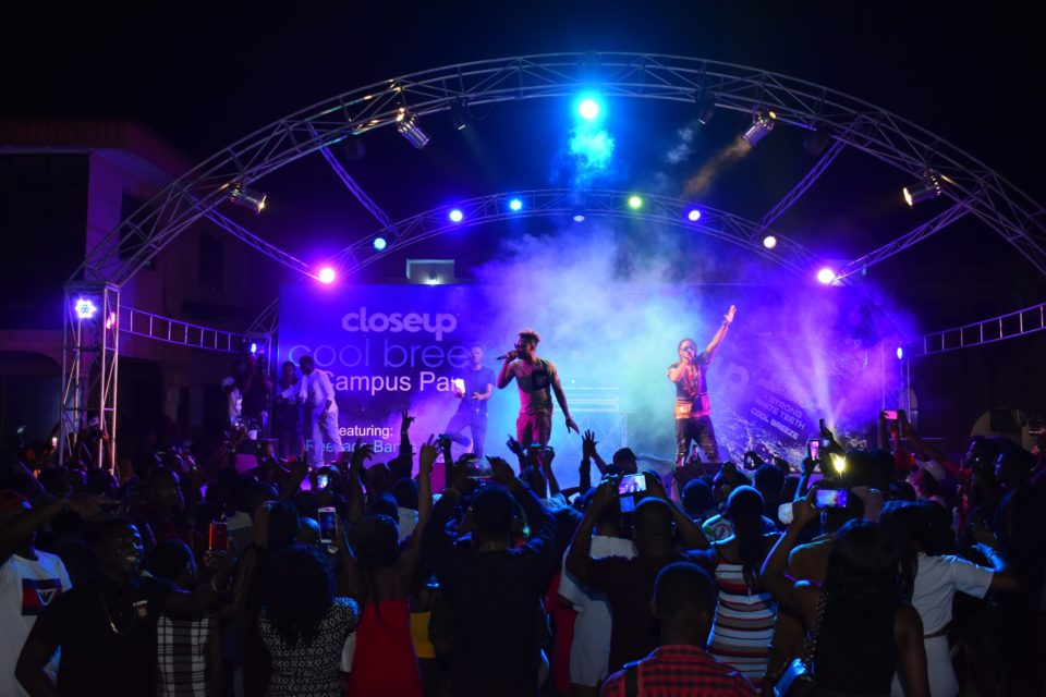 Reekaado Banks seenading the crowd with hits like Easy Jeje Problem and more at the Closeup Cool Breeze city party in Benin Edo State 960x640