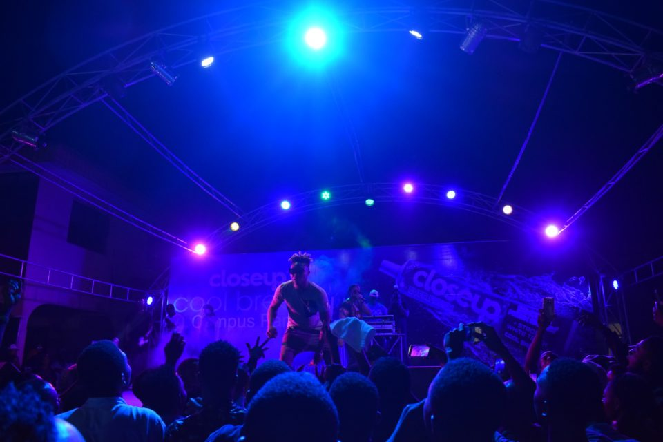 Reekado Banks thrilling the crow at Club Joker at the Closeup Cool Breeze city party in Benin Edo State 002 1 960x640