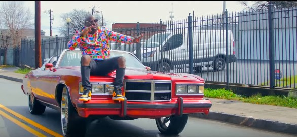 VIDEO: Tolurockstar – Shaku Shaku Foreign