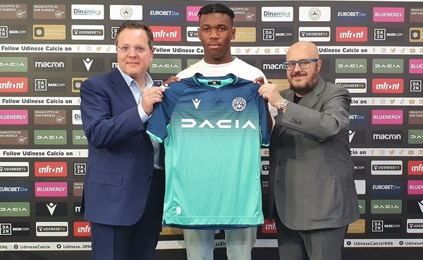 Udogie being presented as a Udinese player